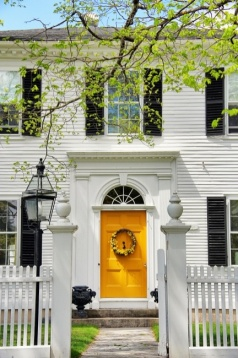 2.How gorgeous is this contrasty combination of black, white and yellow…. Very classic and timeless.