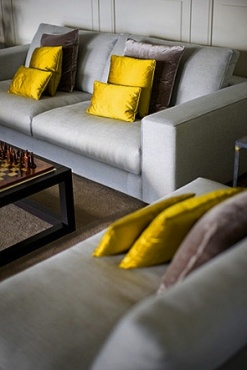 3.Glamororus combination of grey and yellow…beautifully executed colourscheme.